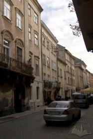 Забудова вулиці Вірменської, вигляд із заходу. У центрі фото — будинок № 15.