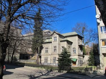 Вул. Генерала Чупринки, 96. Вигляд будинку з південного заходу