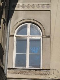 Вул. Генерала Чупринки, 96. 7. Вікно над входом у південно-східній частині вілли.