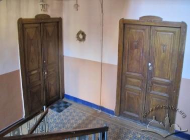 Вул. Тарнавського, 25. Автентичні інкрустовані двері до помешкань на 2-му поверсі