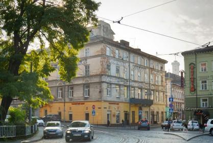 Вул. Краківська, 34. Загальний вигляд будинку з початку вул. Хмельницького