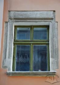Вул. Краківська, 1. Вікно з ренесансним обрамленням на фасаді з боку вул. Шевської