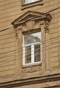 Вул. Січових стрільців, 14. Вікно 2-го поверху