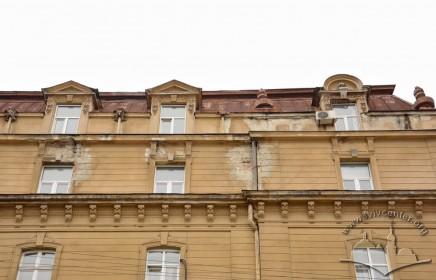 Вул. Січових стрільців, 14. Фрагмент фасаду (рівень 5-го і мансардного поверхів)
