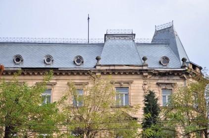 Vul. Sichovykh Striltsiv, 16. Southwestern facade