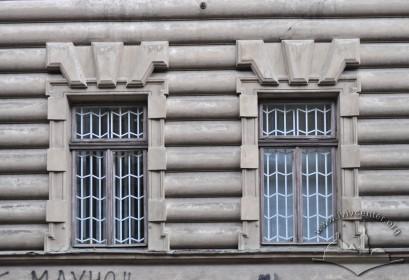 Вул. Січових стрільців, 16. Вікна 1-го поверху
