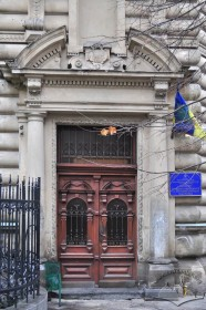 Vul. Sichovykh Striltsiv, 16. The main entrance