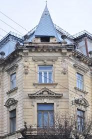 Vul. Sichovykh Striltsiv, 16. Corner part of the building