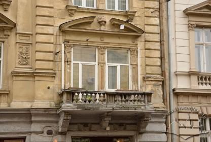 Вул. Січових стрільців, 17. Один з балконів 2-го поверху