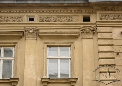 Вул. Січових стрільців, 17. Вікно 3-го поверху