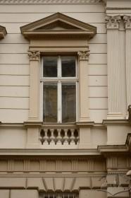 Вул. Січових стрільців, 19. Вікно 2-го поверху