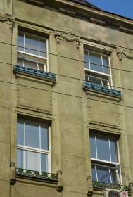 Вул. Костюшка, 6. Вікна 3-4 поверхів