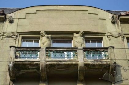 Вул. Костюшка, 6. Балкон 4-го поверху і аттик