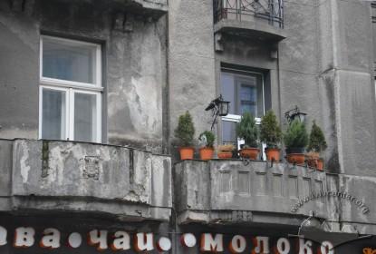 Балкони 2-го поверху будинків №4 і №2 на вул. Словацького
