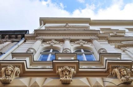 Вул. Крушельницької, 17. Крайня частина фасаду