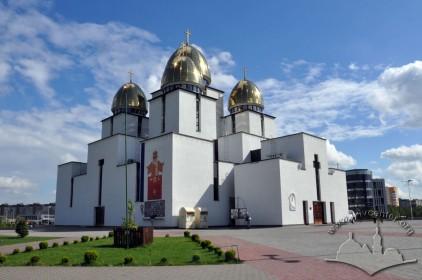 Prosp. Chervonoyi Kalyny, 70. A view of the church from the north