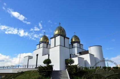 Prosp. Chervonoyi Kalyny, 70. A view of the church from the south