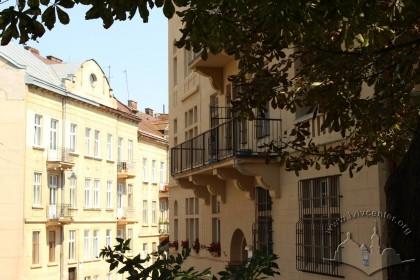 Вул. Каліча гора. Справа фото - фрагмент будинку №11. Вид з боку Цитаделі
