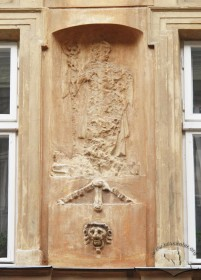 Vul. Virmenska, 27. A ruined sclpture of a saint on the principal facade located between windows on the 2nd floor