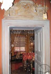 Vul. Virmenska, 27. Overdoor decoration in the cafe's interior
