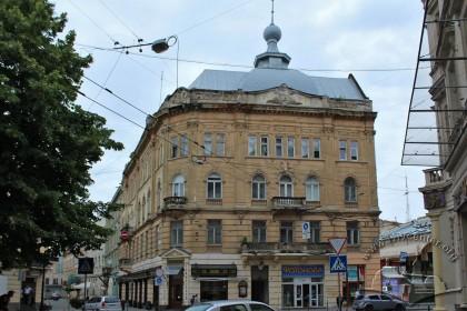 Vul. Hnatiuka, 8. The building's principal facade as seen from vul. Sichovykh Striltsiv