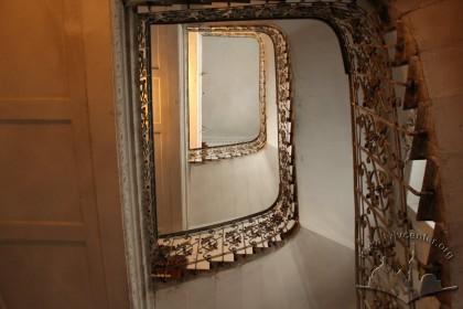 Vul. Hnatiuka, 8. The principal staircase