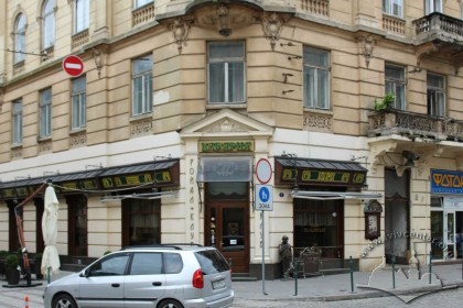 Vul. Hnatiuka, 8. Corner part of the building with an entrance to the Prague restaurant which is located here