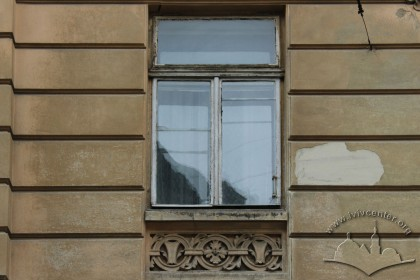 Vul. Hnatiuka, 8. A 2nd floor window