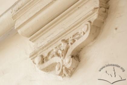 Вул. Листопадового чину, 26. Декоративний підп'ятник арки у проїзді