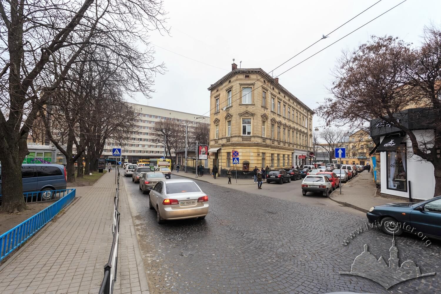 Pl. Rizni. On this square, the city slaughterhouse stood until mid-19th century. On the background – the Lviv Hotel on prosp. Chornovola/Photo courtesy of Nazarii Parkhomyk, 2015