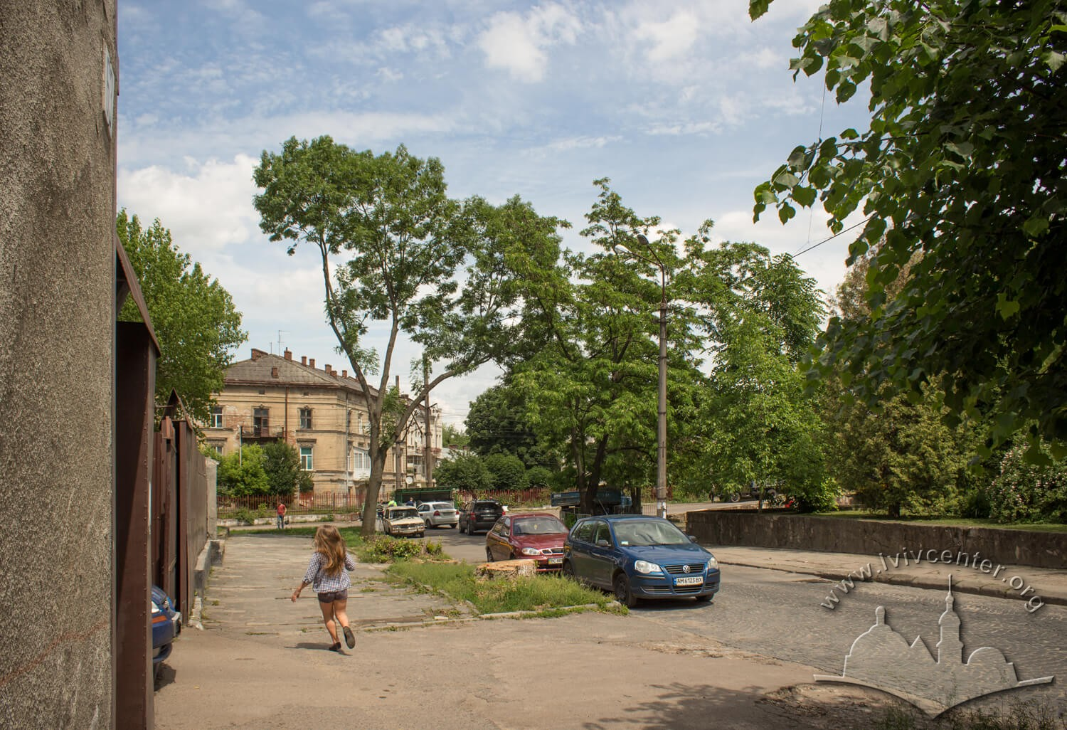 Vul. Khmelnytskoho. On the right, there used to be the Jan Karpf's brewery which was adapted for residence and public steam baths in 1840./Photo courtesy of Olha Zarechnyuk, 2016