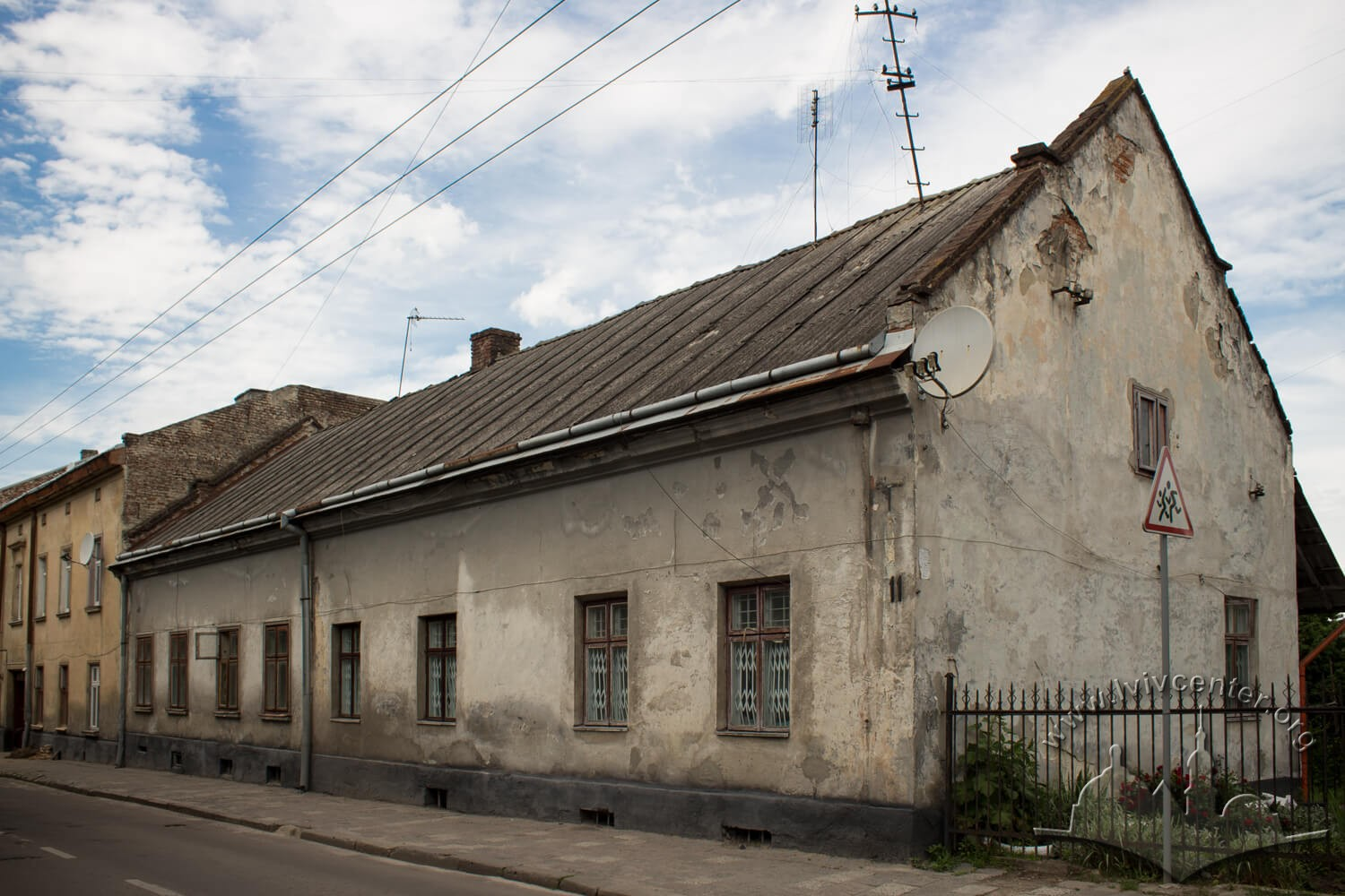 Vul. Donetska, 11. Former residential building of German Schneider family who owned a big vegetable farm in Pidzamche in 19th century/Авторка фото – Ольга Заречнюк, 2016