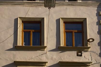 Вул. Староєврейська, 10. Вікна 3-го пов.