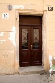 Вул. Староєврейська, 10. Головний портал будинку