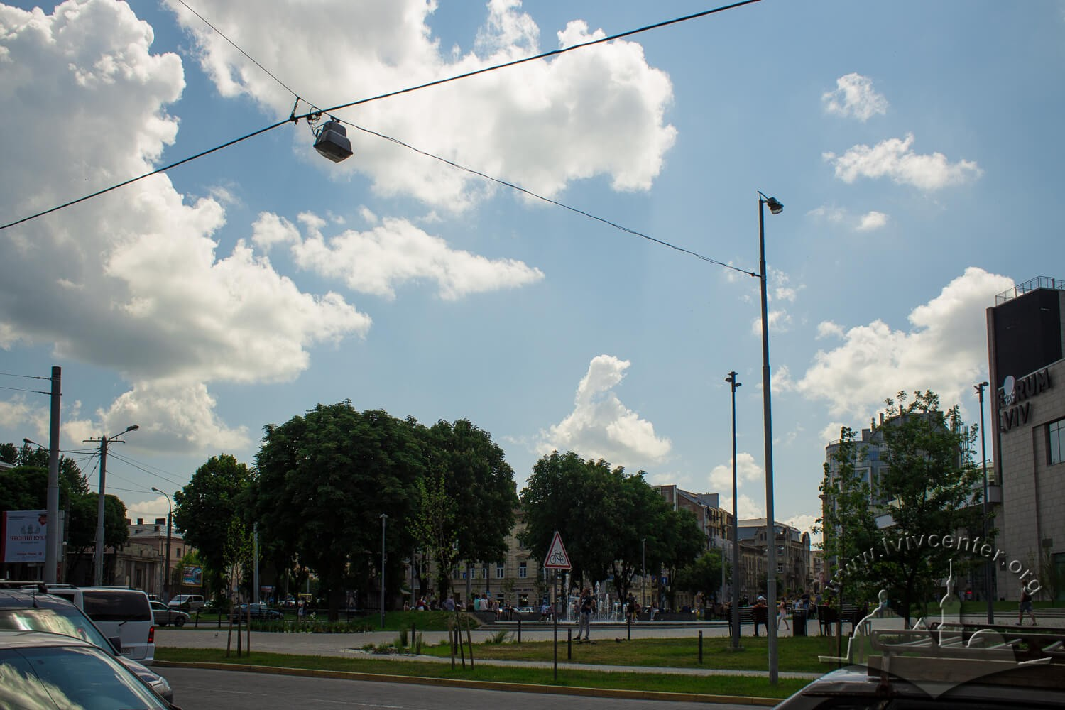 Vul. Pid Dubom. On the right, the Forum trade center (constructed in 2015). In 19th century, Misionerska square was located here, and the city mead distillery was in the vicinity/Photo courtesy of Olha Zarechnyuk, 2016