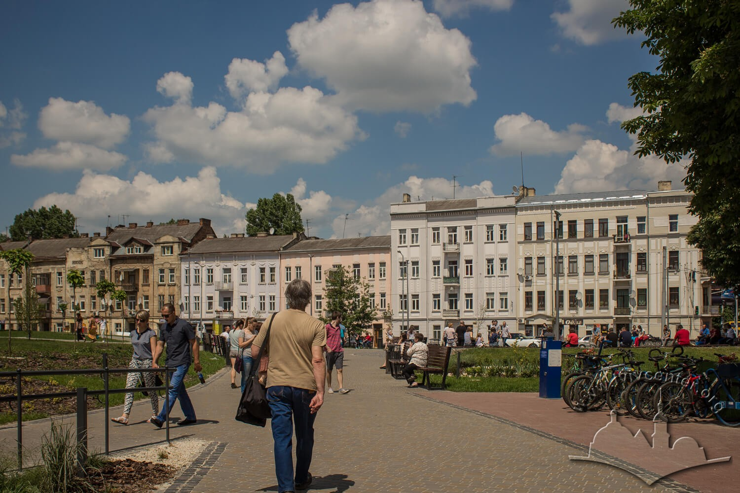 Vul. Pid Dubom. On the foreground, the square before the Forum trade center. In 19th century, Misionerska square was located here, and the city mead distillery was in the vicinity/Photo courtesy of Olha Zarechnyuk, 2016