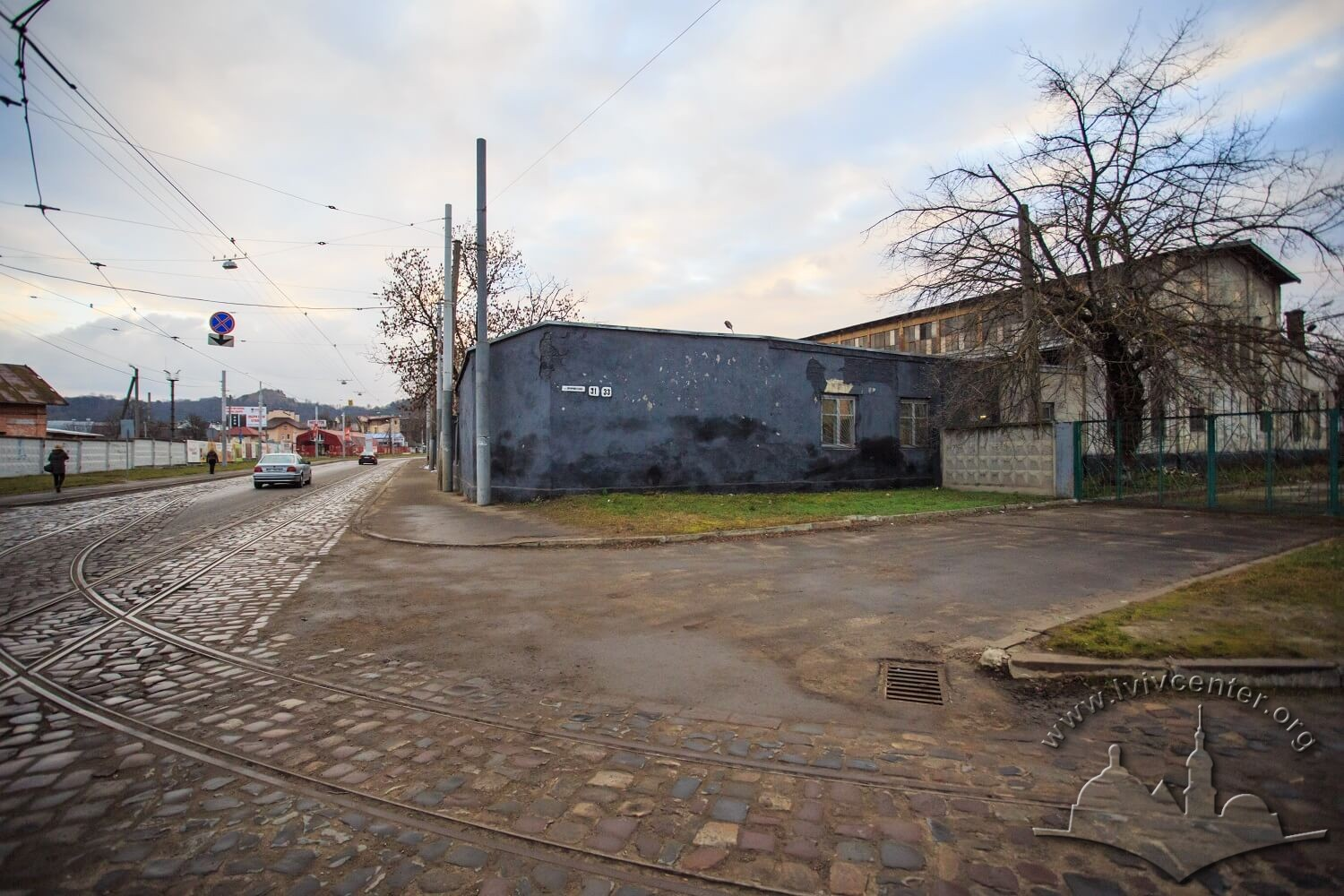Vul. Promyslova, 29. Behind the fence on the right – the tram depot building which does not function today/Photo courtesy of Nazarii Parkhomyk, 2015