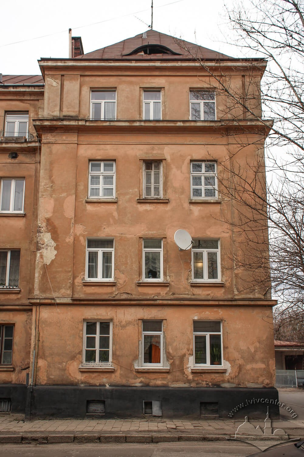 Vul. Donetska, 1. Side avant-corps on the main facade/Photo courtesy of Olha Zarechnyuk, 2016