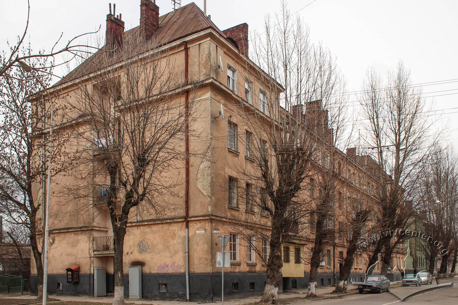 Vul. Donetska, 1. General view of the building from vul. Zhovkivska/Photo courtesy of Olha Zarechnyuk, 2016
