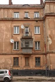 Вул. Донецька, 1. Фрагмент головного фасаду