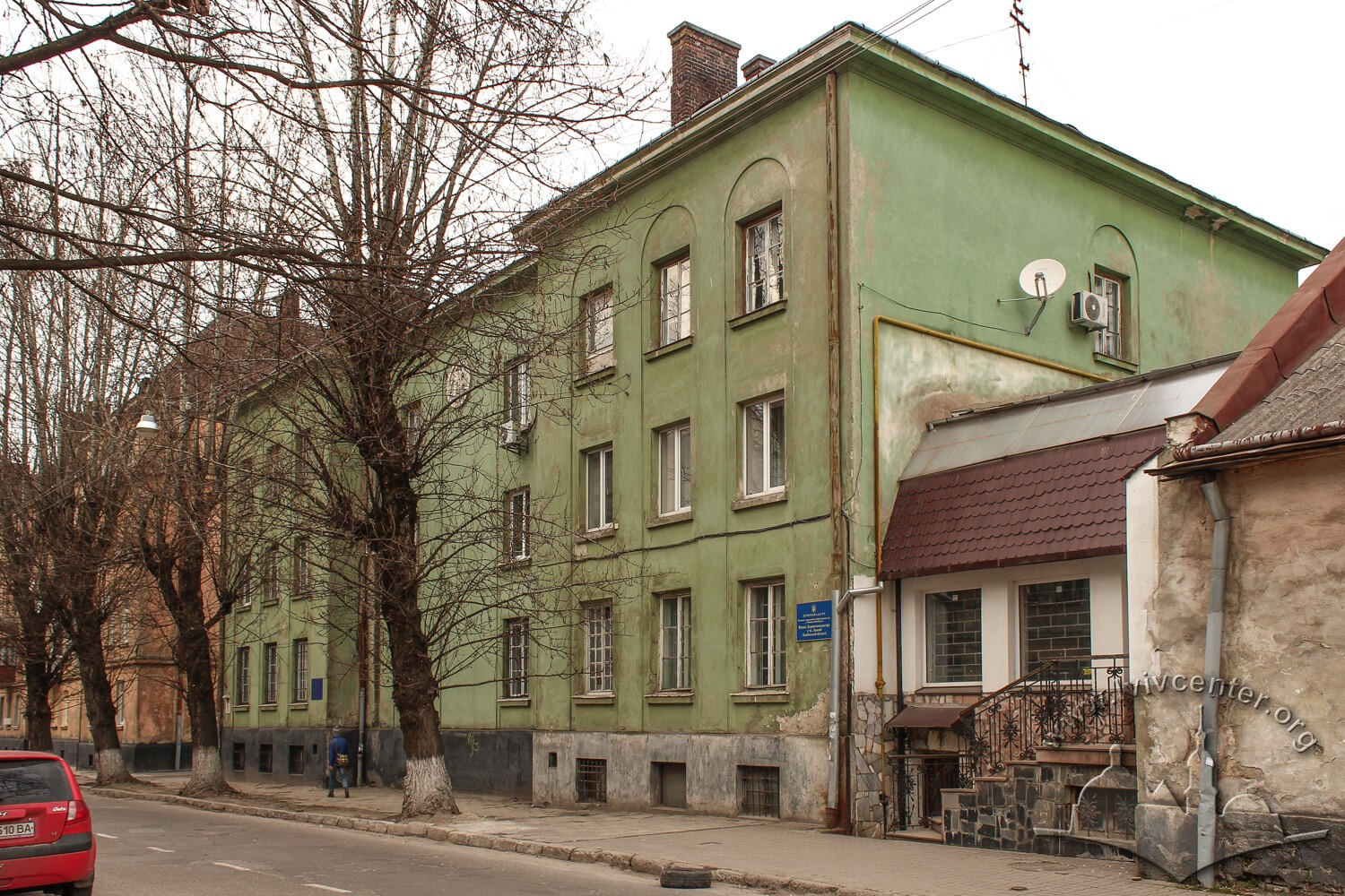 Vul. Donetska, 3. Former City cleaning plant's apartment house, constructed in the 1920s. A view from the south/Photo courtesy of Olha Zarechnyuk, 2016