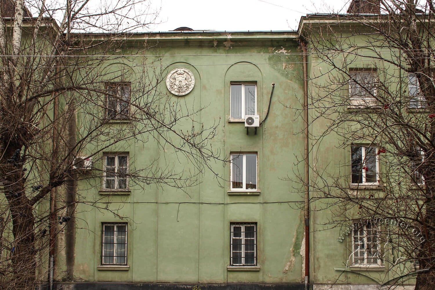 Vul. Donetska, 3. Section of the main facade with Lviv's coat-of-arms/Photo courtesy of Olha Zarechnyuk, 2016