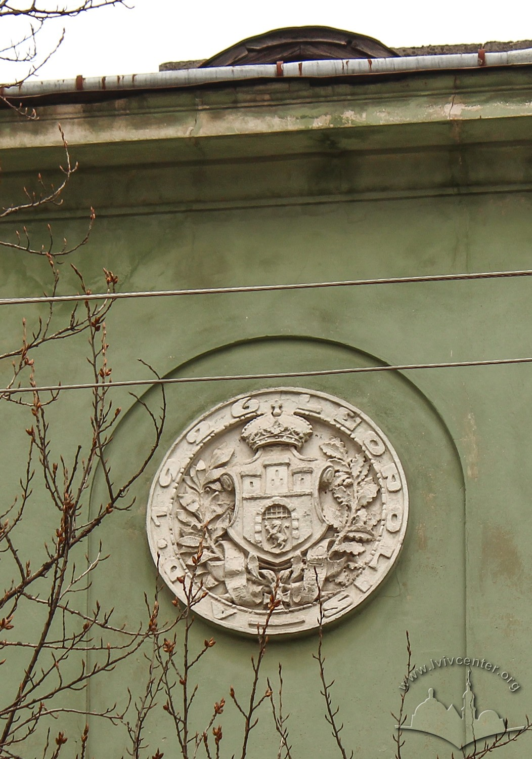 Vul. Donetska, 3. Lviv's coat-of-arms on the main facade/Photo courtesy of Olha Zarechnyuk, 2016