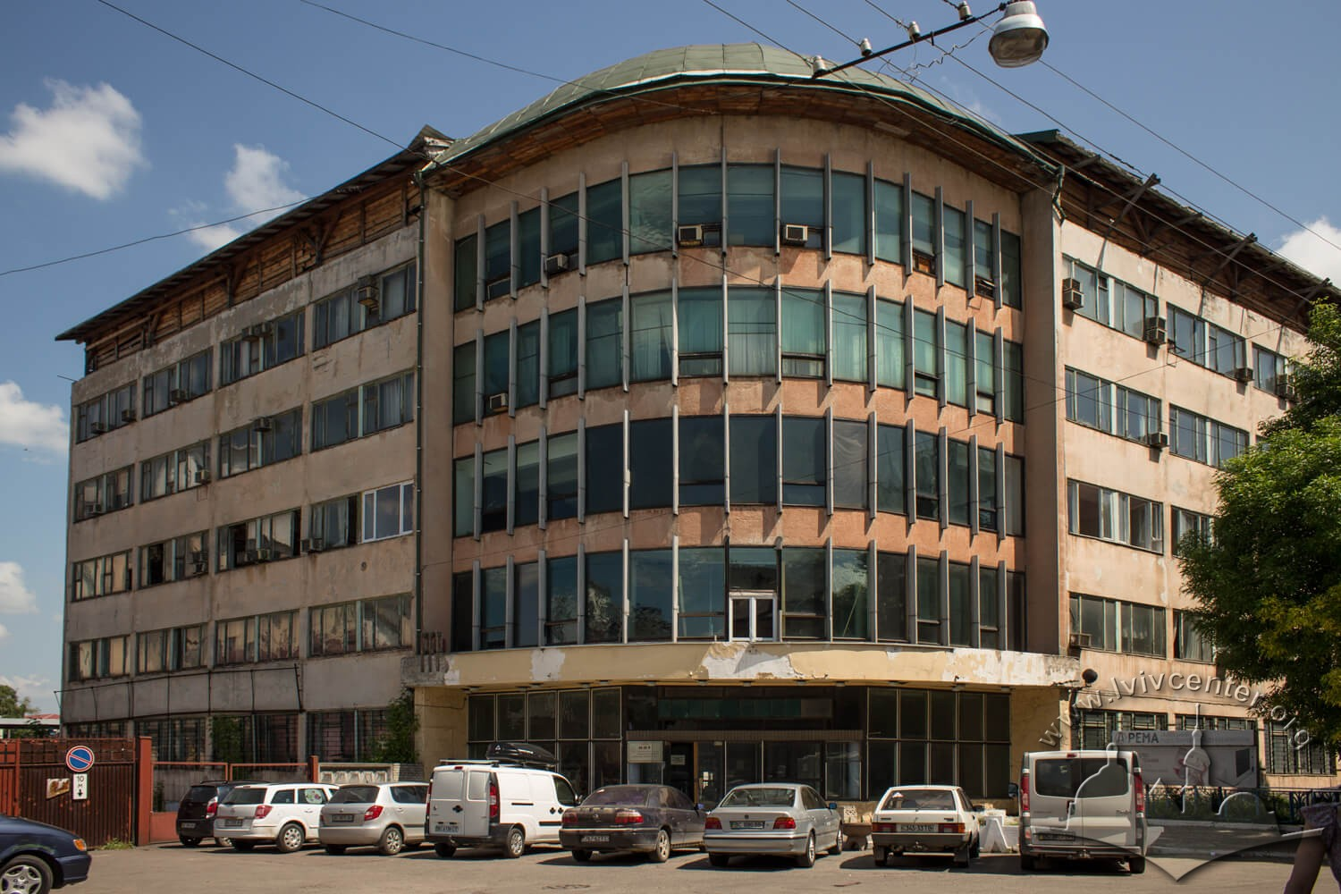 Vul. Zavodska. Before the construction of this REMA plant building, there used to be a few smaller buildings, the Kuznicki roofing felt factory was located in one of them (#33)/Photo courtesy of Olha Zarechnyuk, 2016