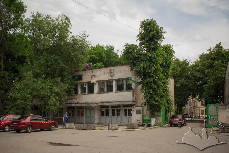 Вул. Жовківська, 32. Будівля фабрики