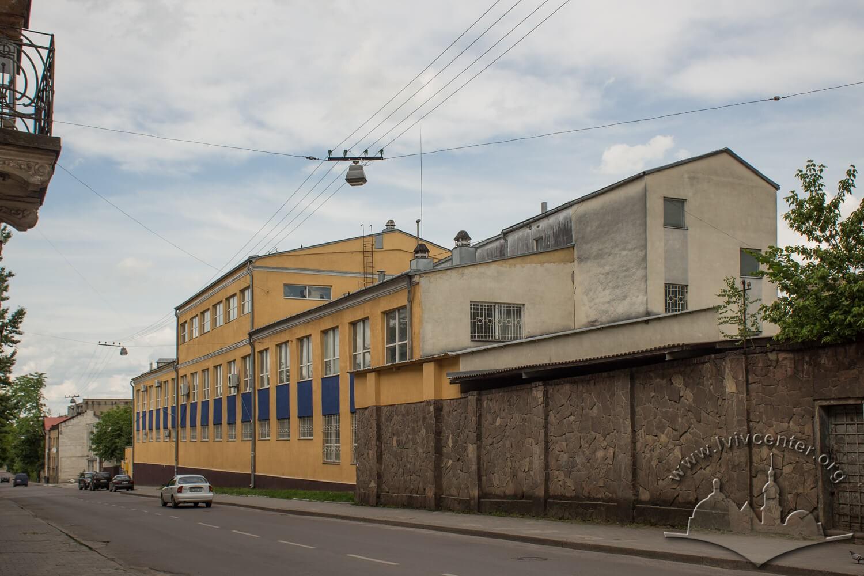 Вул. Волинська, 10. Будівлі колишнього заводу