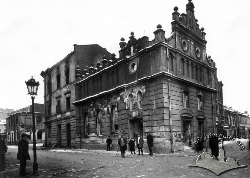 The Chasidim synagogue building which was located on the corner of ul. Bożnicza (today vul. Sianska) and ul. Łazienna (today vul. Lazneva) after the 1918 pogrom/
