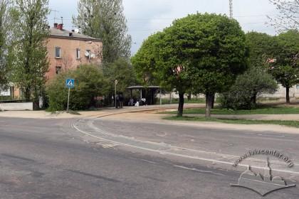 Приблизно у цьому місці була розташована брама Янівського табору. Сьогодні тут кінцева зупинка трамвая