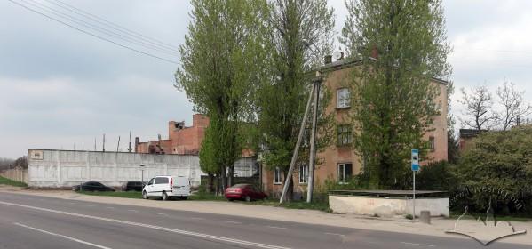 Одна з небагатьох будівель, що вціліла з часів функціонування Янівського табору. Сьогодні це житловий будинок