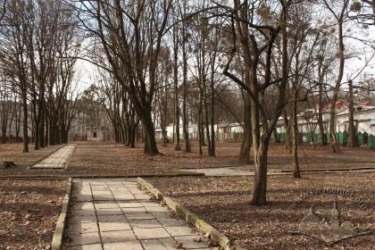 Подвір'я шпиталю, вигляд у бік вул. Клепарівської. Це була територія цвинтаря